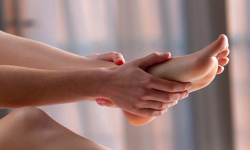 automassage des jambes lourdes avec le gel Circulactive Vitalys Alpes
