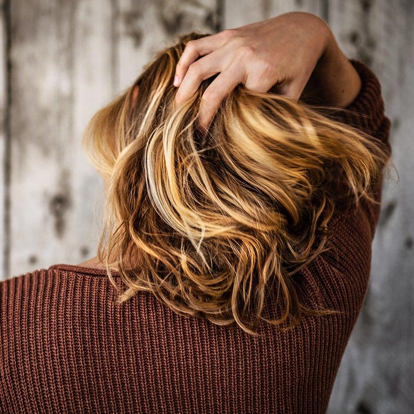 Chute de cheveux chez la femme : les solutions naturelles